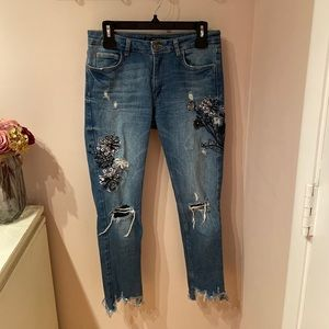 Zara jeans size 2. Embellished with embroidery and gold studs w floral detail